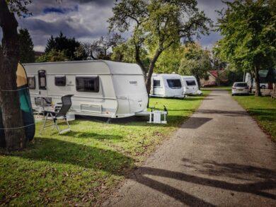 Kempování – karavany a stany